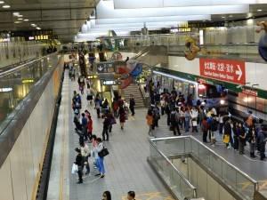 淡水線と中和新蘆線の乗換駅である古亭駅。