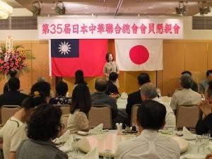 日本前參議員大江康弘在選前忙碌之際,仍請夫人大江順子到場致意
