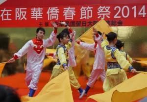女子による民族舞踊