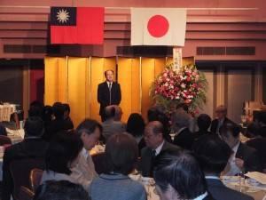 駐橫濱辦事處處長粘信士出席神奈川縣日華親善協會新年會,並致詞提及總統馬英九的「東海空域安全聲明」