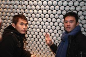 球員們找到棒球牆中寫著「嘉義農林」的球(照片提供:果子電影)