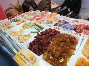 台灣各式的水果乾在展場也相當有人氣