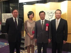 左起為:駐日代表處副代表徐瑞湖、謝依旻、駐日代表處副代表陳調和與駐日代表處教育組組長林文通等人,在會場合影