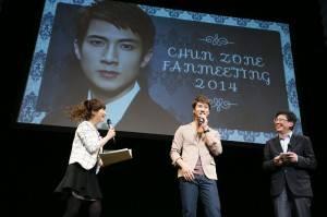 舞台に登場したウーズンは簡単な日本語の挨拶で会場を盛り上げた