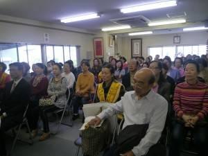 現場有許多僑民到場聆聽佛法