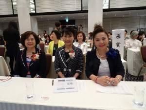 蔡處長夫人(中)與俞會長(左)、僑務委員暨日本台商聯合總會總會長謝美香(右)合影