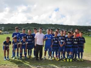 駐處派員關心到沖繩參加交流賽的潭秀國中足球隊師生
