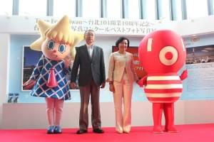 左からスカイツリー公式キャラクター・ソラカラちゃん、スカイツリー・伊藤正明社長、101・宋文琪社長や、101公式キャラクターのダンパーベイビー