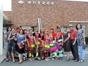 山梨台灣總會會長余麗玉(左4)率團參與日本當地的活動