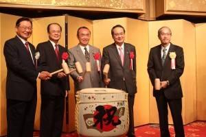 台北駐日経済文化代表補の沈斯淳代表(左2)日華議員懇談会の平沼赳夫会長など各界の著名人が参加した