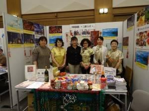 旅日二胡演奏家魏麗玲(左3)與中華藝術院學生
