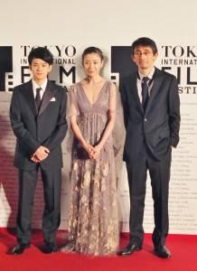 宮澤理惠主演的《紙之月》是唯一入圍本屆影展競賽部門的日本片(圖右為導演吉田大八、圖左為演員池松壯亮)