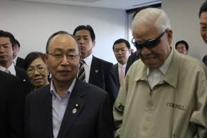 参議院・江口克彦議員(左1)と李登輝氏(右1)