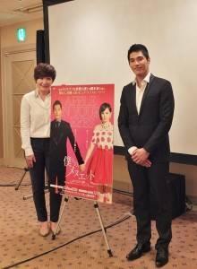 台灣電視劇《妹妹》(日文片名:僕らのメヌエット)編劇徐譽庭(左)和男主角藍正龍(左)訪日出席電視劇記者會