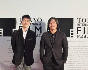 台灣導演張榮吉(右)和電影公司同事一同參加東京國際影展開幕