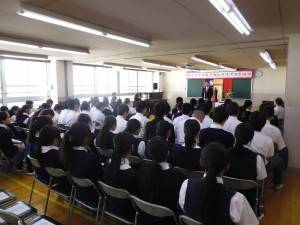 駐橫濱辦事處處長粘信士致詞勉勵學生好學向上