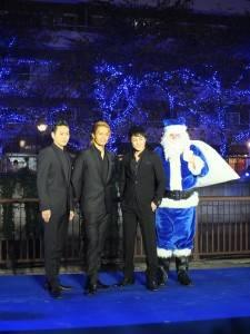 山下健二郎、KEICHI和白濱亞嵐等人跟藍色聖誕老人同台
