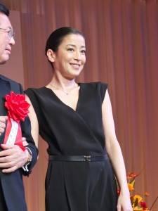 宮澤理惠表示自己也會設計珠寶,對於珠寶設計過程和自己從事演員工作的內容很相似