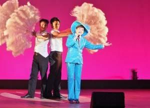 模仿鳳飛飛的劉明珠,活潑的舞台表演引人注目
