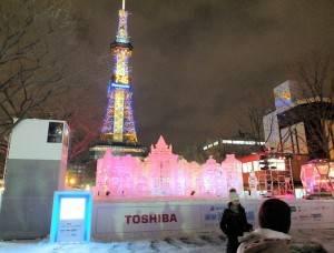 第66屆札幌雪祭即日起至2月11日在札幌室內登場,會場到了晚上愈加美麗