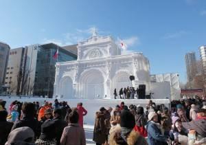 菲律賓的馬尼拉大聖堂也以雪雕呈現
