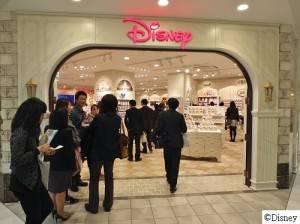 首次在原宿展店的迪士尼專賣店,店內有5個趣味設計,消費者可以到店內尋找隱藏的米奇