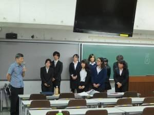 駐那霸辦事處處長蘇啟誠(左1)到場和訪台學生交流