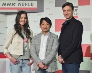 NHK開設首個介紹汽車和汽車文化的節目「SAMURAI WHEELS」,找來前F1賽車手片山右京(中)搭檔汽車評論家Peter Lyon(右)和模特兒波音Sarah(左)