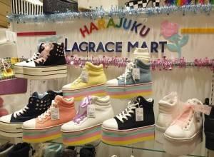 LAGRACE MART店內販售各式平底休閒鞋