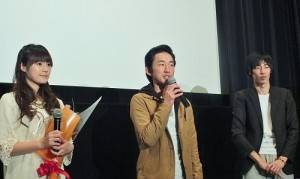 左起為首度擔綱主角的吳心緹、日本男星柳谷一成和導演逢坂芳郎