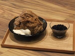 濃厚なミルクティーの氷と優しい甘さのパンナコッタに温かいタピオカをかけていただく「タピオカミルクティーかき氷」も台湾と変わらぬおいしさ!
