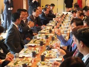 昼食会にて。千葉県産の旬の食材を使った料理を堪能した。
