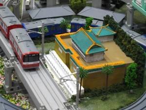 プラレールの真ん中に置かれた国立故宮博物院の模型はなんと宮木社長の手作り!