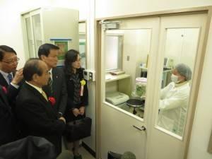 千葉県農林総合研究センター・放射線物質検査施設視察の様子