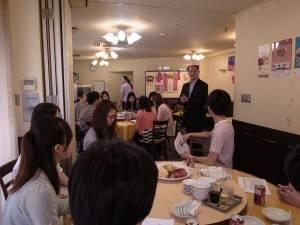 駐橫濱辦事處處長粘信士致詞鼓勵學生認真學習之外,亦需注意國際情勢