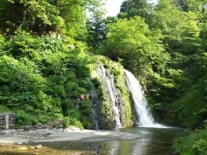銀山溫泉街內的白銀瀑布是當地的能量景點之一