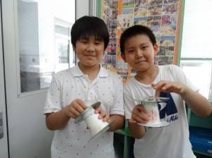 利用紙杯、光碟、吸管、橡皮筋自製迴力車讓同學們玩得不亦樂乎