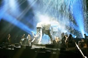 鋼鐵大象登場,象徵五月天步步邁向夢想(©橋本塁(SOUND SHOOTER))