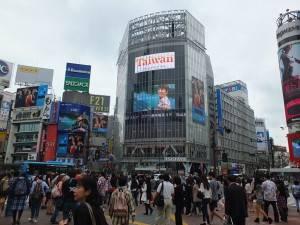 木村拓哉出演の台湾観光CMが渋谷のスクランブル交差点で放映