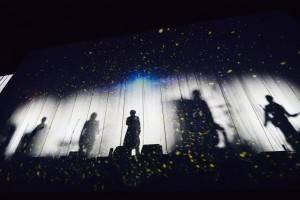 紗幕に映し出されたMaydayの5人©橋本塁(SOUND SHOOTER)