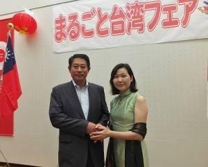 杉並區區長田中良(左)和駐日代表處政務組長張淑玲(右)出席活動剪綵儀式