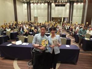 「時代力量」の林昶佐(左)と洪慈庸(右)が来日講演を行った