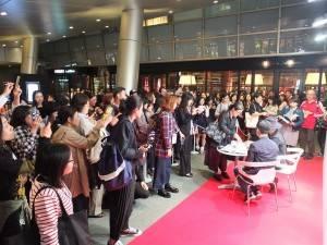 多くのファンが集まった