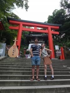 江の島神社での撮影中に