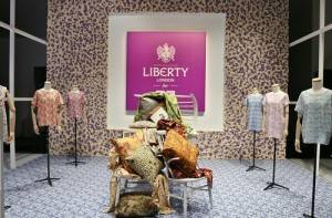 日本平價服飾品牌UNIQLO明年春夏系列將首度和英國百貨LIBERTY合作推出新系列聯名商品