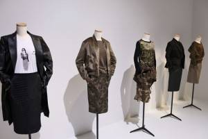 優衣褲和時尚指標人物Carine Roitfeld繼續合作,以「Working Girl」為主題推出新系列商品
