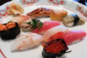品嘗從三陸海上打撈得新鮮海鮮魚類而做成的壽司,是造訪宮城縣或是鹽釜市時不能忽略的美食行程