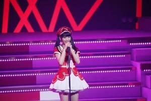 1台灣女孩馬嘉伶成為AKB48首位外籍研究生,12月15日在東京舉辦的AKB紅白對抗歌合戰開場前首次登台向歌迷打招呼(照片提供:AKS)