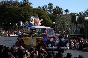 唐老鴨和黛絲也換上日本傳統服裝登場和民眾打招呼