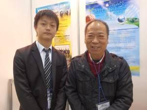 台湾区照明灯具輸出業同業公会の監事会召集人・姚文氏(右)とコーディネーター・康名翔氏(左)